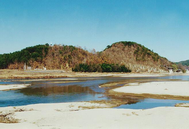 대야성 : 거창군 황강변 해발 80m의 매봉산에 위치하고 있다. 크지는 않지만 신라의 서변을 지키는 요충지였다. /사진=문화재청 국가문화유산포털
