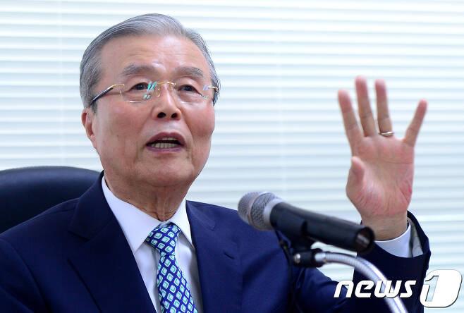 김종인 전 더불어민주당 비상대책위 대표 © News1 박정호 기자