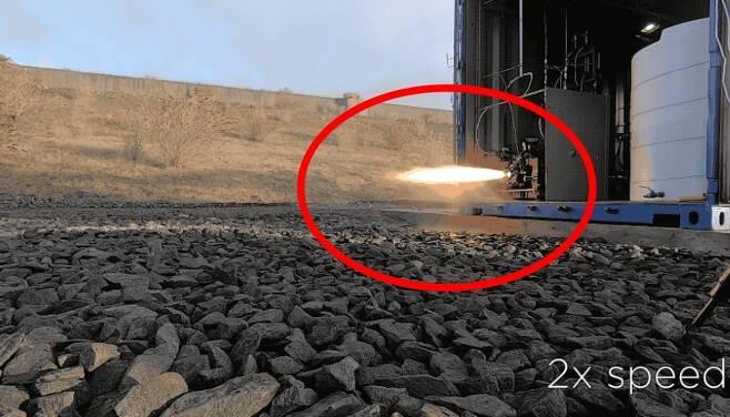 폐플라스틱으로 만든 대체 연료를 이용해 로켓의 엔진을 점화시키는 테스트 현장 모습 (동영상 캡쳐)