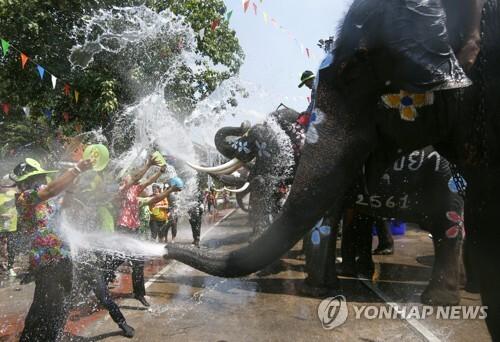 매년 4월 개최되는 태국 최대 물축제 송끄란 [EPA=연합뉴스 자료 사진]