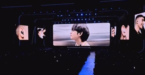 삼성전자 언팩 행사 영상 중 BTS '뷔'의 모습 [삼성전자 유튜브 캡처]