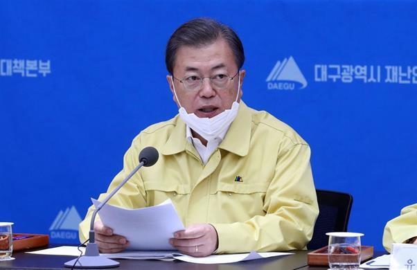 문재인 대통령이 25일 대구시청에서 열린 신종 코로나바이러스 감염증(코로나19) 대구지역 특별대책회의에서 발언하고 있다. 청와대사진기자단
