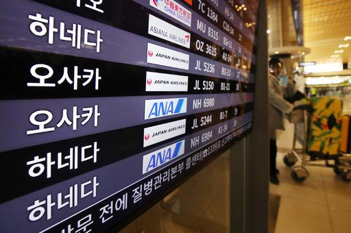 일본 정부가 한국과 중국에 대한 사실상의 입국금지 조치를 취한 이튿날인 6일 오전 김포국제공항 국제선 청사 모니터에 일본행 항공편이 표시돼 있다. 연합뉴스