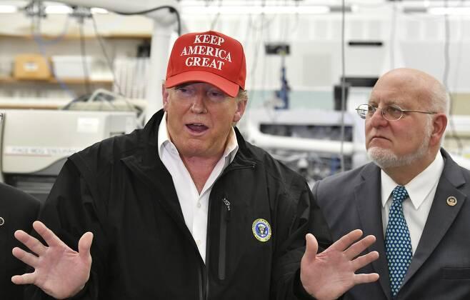 도널드 트럼프 미국 대통령은 6일(현지시간) 조지아주 애틀랜타의 질병통제예방센터(CDC) 본부를 찾았다. AP=연합뉴스