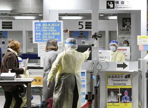 나리타공항입국한 한국발 항공편 승객들. 한국을 출발해 9일 오전 8시께 일본 지바(千葉)현에 있는 나라타공항에 도착한 항공기는 190개 좌석을 갖추고 있지만, 승객은 8명에 불과했다. (사진=연합뉴스)
