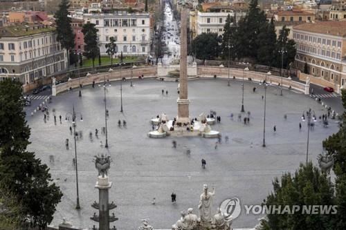 지난 7일 주말임에도 한산한 로마 시내 포폴로 광장 전경 [AP=연합뉴스]
