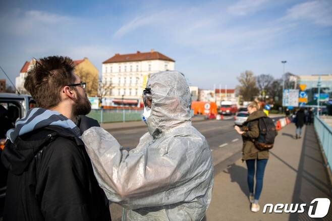 GERMANY-POLAND-HEALTH-VIRUS-PANDEMIC © AFP=뉴스1