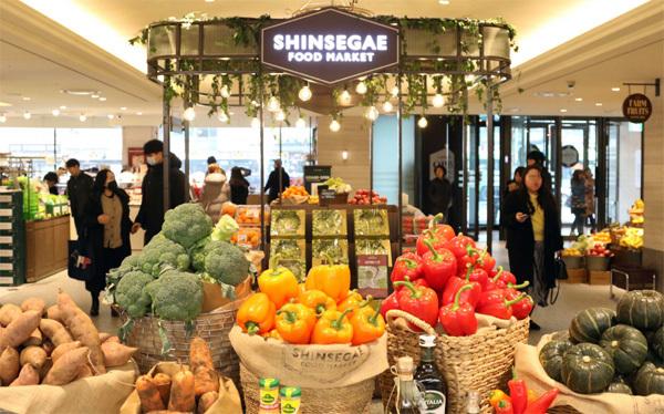 지난 1월 리뉴얼 오픈한 신세계백화점 영등포점 1층 식품관. [사진 제공 = 신세계백화점]