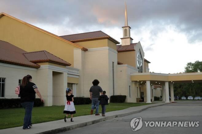 예배 강행으로 논란이 되고 있는 미국 루이지애나의 한 교회 [AP=연합뉴스]