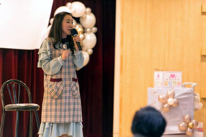 유치원 재직 4년차인 개그우먼 장효인은 유치원 선생님들을 위한 '힐링 토크 콘서트' 무대에 서며 서로 고충을 나누며 힐링하는 시간을 갖는다. 사진 장효인