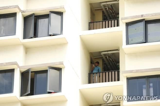 싱가포르 외국인 이주노동자 기숙사 [AP=연합뉴스 자료 사진]