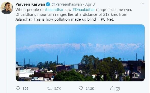 200km 떨어져 있는 히말라야 다울라다르산맥이 선명하게 보이는 사진을 공유한 트윗.