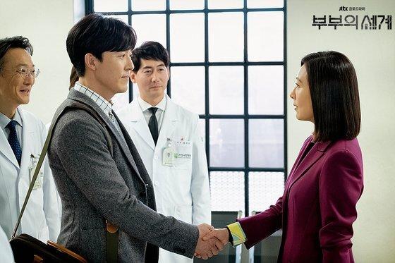 병원에 새로 온 신경전문의 김윤기(이무생). 이혼남으로 지선우에게 동질감을 느낀다. [사진 JTBC]