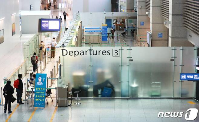 지난 19일 오후 인천국제공항 제1여객터미널 출국장이 한산한 모습을 보이고 있다. /사진=뉴스1