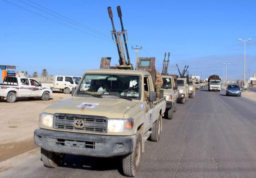 리비아 국민군 소속 테크니컬들이 수도 트리폴리 방향으로 이동하고 있다. AFP 연합뉴스