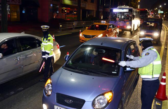 경찰의 음주단속 모습. 경향신문 자료사진