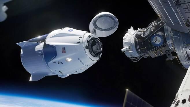 크루 드래건이 국제우주정거장과 도킹하는 순간 상상도. 스페이스엑스 제공
