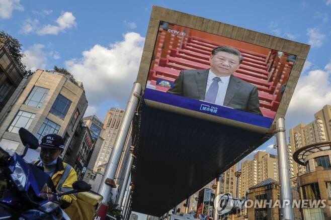 정협 폐막식에 참석한 시진핑 중국 국가주석의 얼굴을 비추는 대형 스크린[EPA=연합뉴스 자료사진]