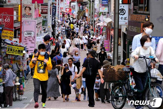 31일 일본 도쿄 하라주쿠의 다케시타 거리가 인파로 북적이고 있다. © AFP=뉴스1
