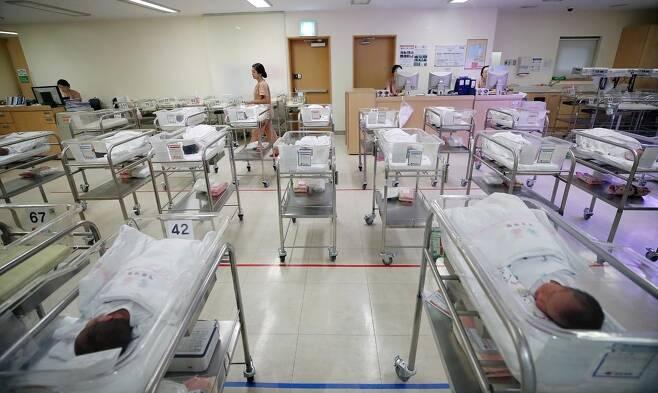 국토교통부가 발표한 '주거실태조사'가 성차별적인 기준을 내세워 논란이 되고 있다. 연합뉴스