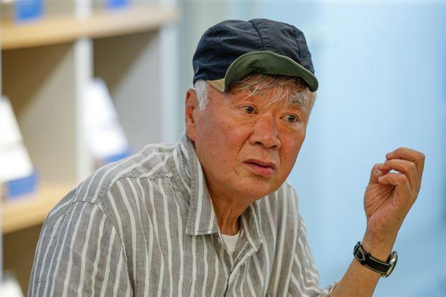 김훈 작가가 16일 오후 서울 마포구 디어라이프에서 열린 신작 장편소설