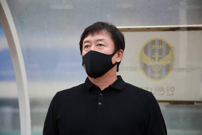 ◇올시즌을 앞두고 지휘봉을 잡은 인천 임완섭 감독. 사진=한국프로축구연맹