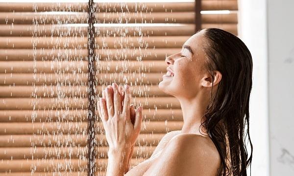 우울감을 떨치려면 따뜻한 물로 샤워하는 것이 도움이 된다./사진=게티이미지뱅크
