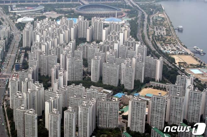 서울 송파구 잠실 일대 아파트 단지 모습. 2020.6.23/뉴스1 © News1 이광호 기자