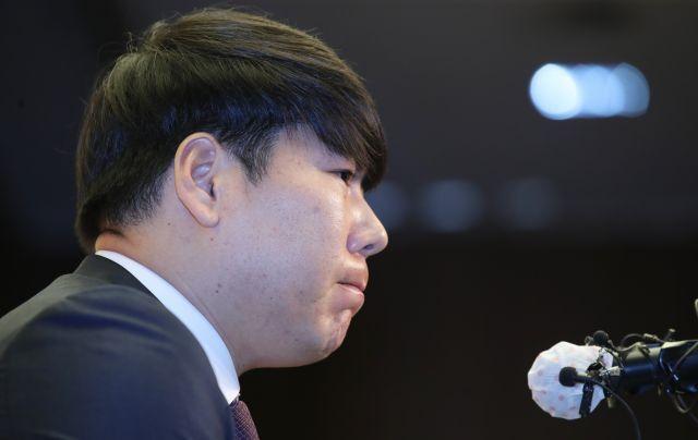 국내 프로야구 복귀를 추진 중인 전 메이저리거 강정호가 23일 오후 서울 마포구 상암동의 한 호텔에서 사과 기자회견을 하고 있다. 연합