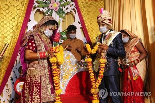 6월 15일 인도 보팔에서 진행된 결혼식 모습. 기사 내용과는 상관없음. [EPA=연합뉴스]