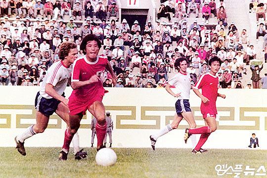 한국 축구 대표팀 레전드 스트라이커 김재한(사진 맨 왼쪽에서 두 번째)(사진=김재한 제공)
