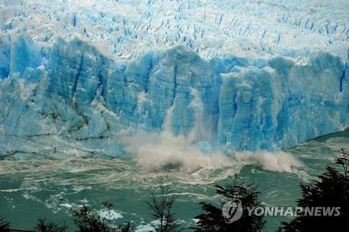 붕괴하는 아르헨티나 페리토 모레노 빙하. [EPA=연합뉴스 자료사진]