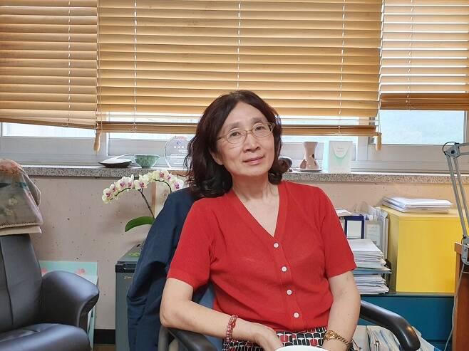 지난 1일 서울대에서 만난 양현아 교수. 양 교수는 자녀 성에 대해 예외를 두지 않고 부부가 동등하게 협의를 할 수 있어야 한다고 강조했다. 박다해 기자