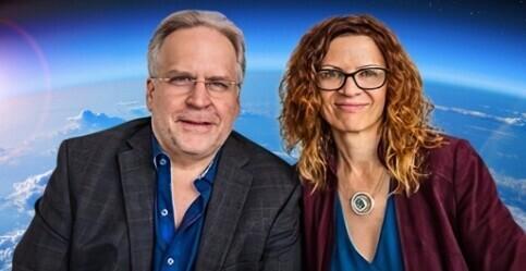 성층권 풍선 여행을 추진하는 부부 사업가 테이버 맥칼럼(왼쪽)과 제인 포인터. 스페이스퍼스펙티브 웹사이트