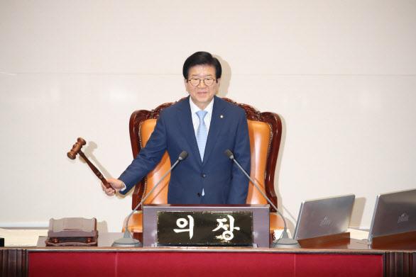 박병석 국회의장이 3일 오후열린 국회 본회의에서 추경안을 상정하고 있다. (사진=연합뉴스)