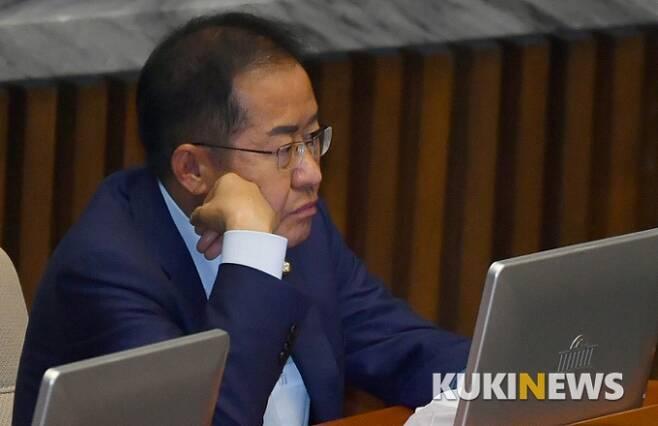 무소속 홍준표 의원이 12일 오후 서울 여의도 국회에서 열린 제379회 국회(임시회) 제4차 본회의 도중 생각에 잠겨 있다. 사진=박태현 기자