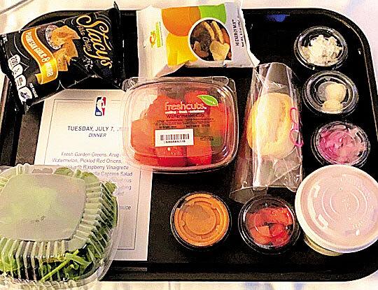 NBA 덴버 너기츠의 트로이 대니얼스가 자신의 인스타그램에 올린 저녁 식사 사진. /인스타그램