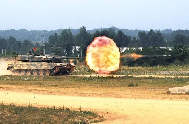 불 뿜는 K2 전차 [국방과학연구소 홈피 캡처]