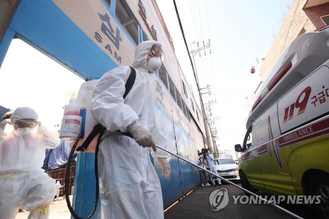 항만 방역 비상 [연합뉴스 자료사진]