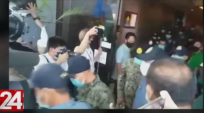 필리핀 경찰의 군 장병 사살사건 보도하는 현지 매체 [GMA 뉴스 영상 캡처. 재판매 및 DB 금지]