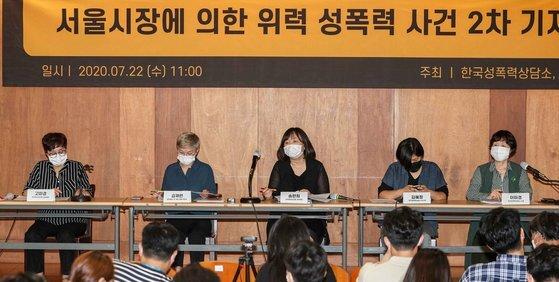 '서울시장에 의한 위력 성폭력 사건' 피해자 측의 지난 22일 2차 기자회견 장면.      김상선 기자