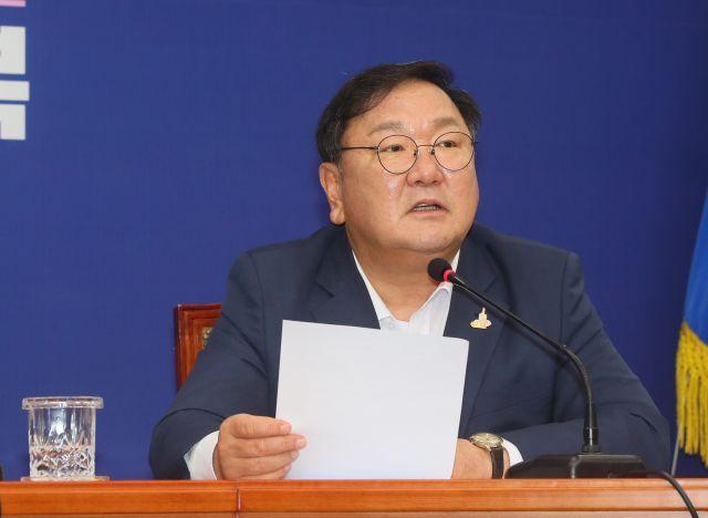 더불어민주당 김태년 원내대표가 24일 국회에서 열린 최고위원회의에서 발언하고 있다. 연합뉴스