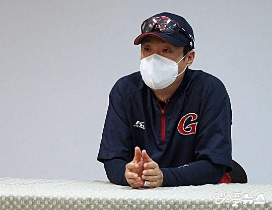 롯데 허문회 감독은 전반기 투수력을 아낀 팀이 8월 중순 승부처부터 치고 나갈 수 있다고 바라봤다(사진=엠스플뉴스)