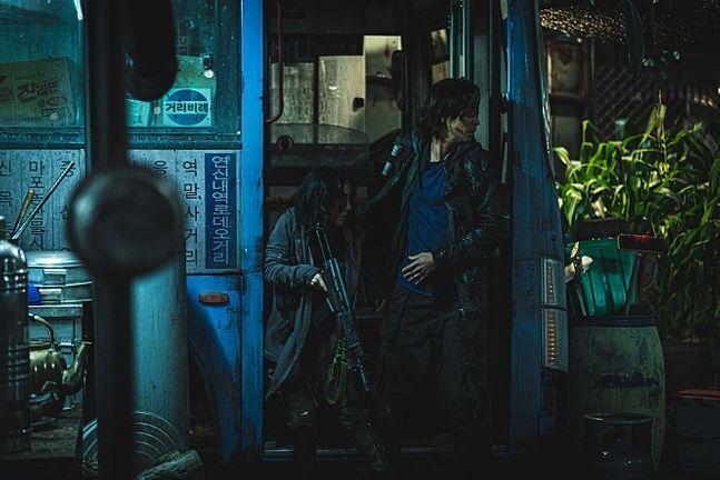 '반도'의 민정과 정석(오른쪽) ⓒ ㈜NEW 제공