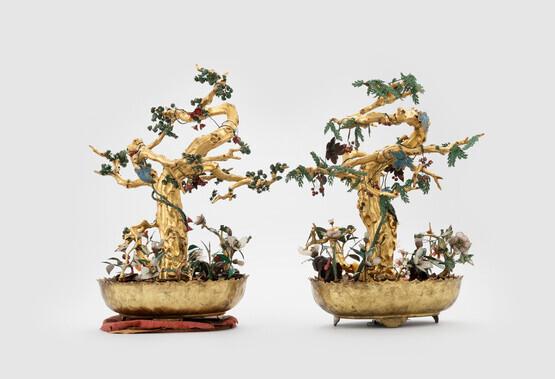 고종이 프랑스 대통령에게 답례로 준 선물중 일부인 반화. 금속그릇에 올린 인공적인 보석 꽃나무로 당대 조선 최고의 공예품이라 할 만하다. 대통령 후손들이 기증해 현재는 파리 기메박물관에 소장되어 있다.