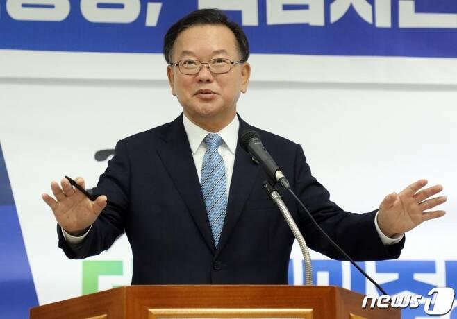 더불어민주당 당 대표 선거에 출마한 김부겸 전 의원이 25일 오전 민주당 제주도당사에서 기자간담회를 하고 있다. /사진=뉴스1