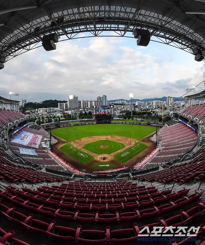 2020 KBO리그 KIA 타이거즈와 삼성 라이온즈의 경기가 25일 광주기아챔피언스필드에서 열렸다. 야구장 위로 푸른 하늘이 펼쳐져 있다. 광주=박재만 기자 pjm@sportschosun.com/2020.07.25/
