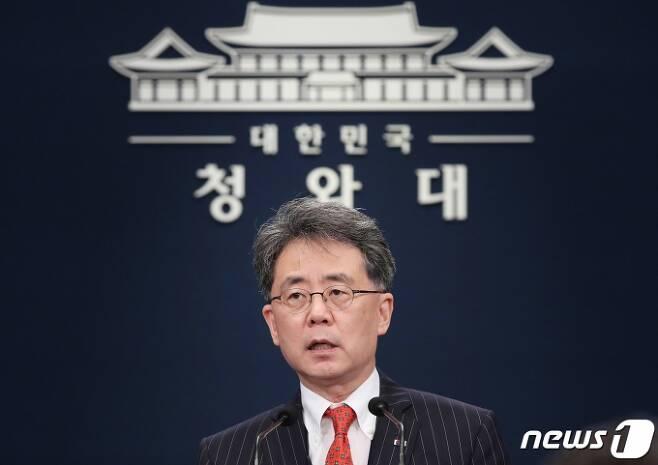김현종 국가안보실 제2차장이 28일 오후 청와대 춘추관에서 2020년 개정 미사일 지침 채택 관련 브리핑을 하고 있다. /사진제공=뉴스1