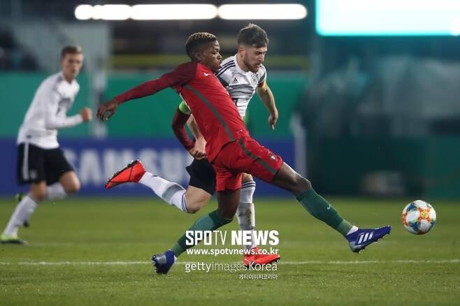 ▲ 독일과 20세 이하 청소년 대표팀 경기에서 플로렌티노 루이스.