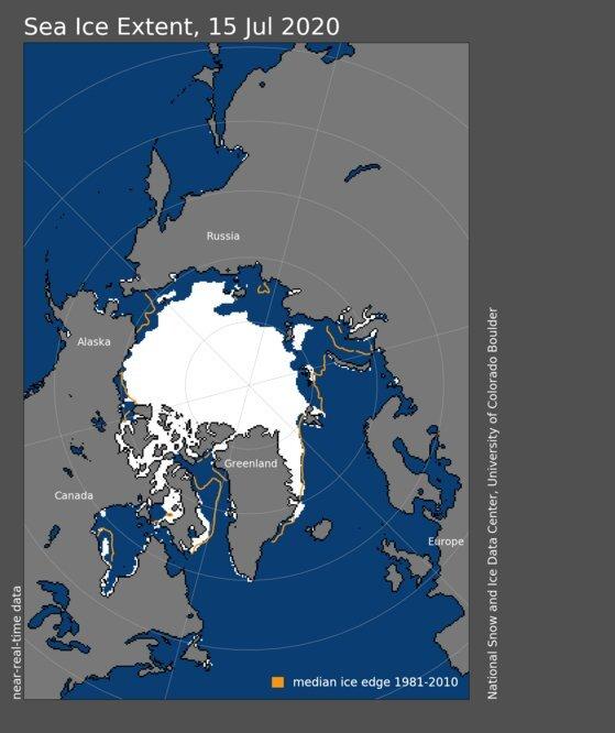 지난 15일 기준의 북극 바다 얼음 면적. 하얗게 표시된 부분이 바다 얼음으로 덮힌 해역이며, 주황색 선은 평년 수준(1981~2010년 중간값). 자료: 미국 국립 빙설데이터센터.